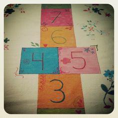 Alfombra pintada a mano para la habitación de mi pequeña http://littlesunflowerhandmade.blogspot.com.es/