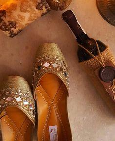 @manidrehar❤ Indian Shoes, Anklet Designs, Bridal Sandals, Gold Shoes, Pretty Shoes, Girls Accessories, Shoe Collection, Fashion Shoes, Footwear