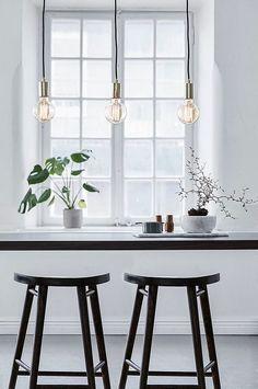 Sky taklampe i metall fra Markslöjd. Takskinne i metall med tekstilkledde 1,5m ledninger. Stor sokkel (E27) for maks. 60W glødepære eller tilsvarende i halogen, sparepære eller LED. Lyspærer inngår ikke. Bredde 68 cm, dybde 4,5 cm, høyde 160 cm.Takkontakt er ikke inkludert på grunn av nytt EU-direktiv. De kan bestilles separat. New Kitchen Diy, Diy Kitchen Island, Kitchen Island Lighting, Ikea Pendant Light, Pendant Lighting, Stairs In Kitchen, Before After Home, Kitchen Wall Storage, Kitchen Decor Themes