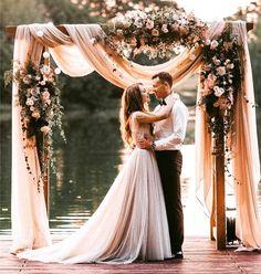 Blissful in Blush... #bride #bridal #wedding #waterfront #lakefrontwedding #blush #repost #weddingideas #weddingflowers #gettingmarried #brideandgroom #sayingIdo #style #bridalshower #bridesmaids #isaidyes #futurebride #newlyengaged #virtualplanner #weddingplanner #alleventsperfect #AEPweddings http://gelinshop.com/ipost/1522265737677431857/?code=BUgLJ-EAuQx