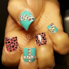 I love the turquoise nails... minus to the leopard print ones... again. Lol