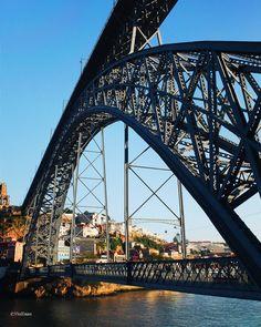 Vista desde #Oporto del Puente de Dom Luis I y parte del Monasterio da Serra do Pilar en Vila Nova de Gaia.  ___________________  Great view of Dom Luís I bridge and the Mosteiro da Serra do Pilar. It is a metal arch bridge that spans the #Douro River between the cities of Porto and Vila Nova de #Gaia in #Portugal. The construction by #Eiffel was begun in 1881 and the bridge opened on 31 October 1886. by viayaiza