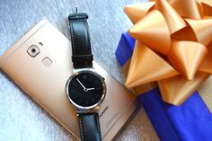 Make it a Christmas wish come true, with the #HuaweiMateS and #HuaweiWatch.  #MakeitPossible #LiveHuawei #WearHuawei #StyleMeetsTech