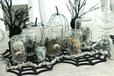 Halloween DIY: Spooky Mason Jar Centerpieces! Full DIY http://sbcakery.com/diy-spooky-mason-jar-centerpieces/