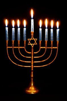 4 Different Holiday Fireplace Mantel Decor Ideas – Hanukkah Feliz Hanukkah, Christmas Hanukkah, Hannukah, Happy Hanukkah, Hanukkah 2016, Hanukkah Candles, Hanukkah Decorations, Hanukkah Menorah, Jewish Menorah