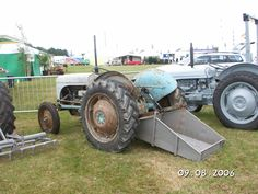 Antique Tractors, Vintage Tractors, Antique Cars, 3 Point Tractor Attachments, Small Barn Home, Tractors For Sale, Ford Tractors, Konica Minolta, Welding Projects