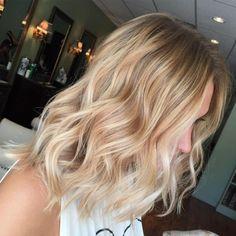 Blonde Medium Hair with Beach Waves - Beach Hair Thin Blonde Hair, Thin Wavy Hair, Beach Blonde Hair, Beach Wave Hair, Blonde Waves, Mid Length Blonde Hair, Blonde Ombre, Thin Hair Cuts, Medium Blonde Hair