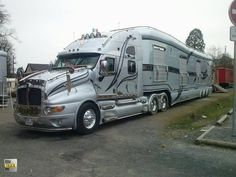 """A semi RV Motor home...OH yeah. Now THIS definitely falls on the list of """"VERY KOOL"""".  But...it is a truck. So on the truck board...it will go. SHweet!!"""