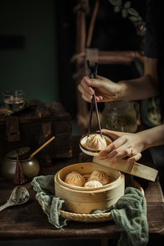 Best Chinese Food, Dark Food Photography, China Food, Aesthetic Food, Food Design, Food Styling, Asian Recipes, Love Food, Food Inspiration