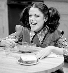She was RAD. my sister copied this skit from snl too funny! Ninth Doctor, Doctor Who, Best Of Snl, Gilda Radner, Prime Time, Saturday Night Live, Old Tv, Old Movies, Man Humor