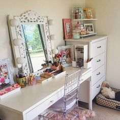 These 22 Magnificent Makeup Stations Will Inspire You - Vanity Makeup Rooms, Diy Vanity Mirror, Vanity Desk, Vanity Tables, Powder Room Decor, Makeup Storage Organization, Storage Spaces, Home Goods, Inspire