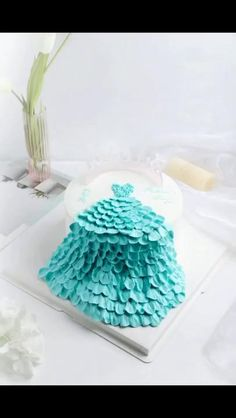 Cake Decorating Frosting, Cake Decorating Amazing, Buttercream Cake Designs, Creative Cake Decorating, Cake Decorating Designs, Cake Decorating Techniques, Cake Decorating Tutorials, Modern Birthday Cakes, Doll Birthday Cake