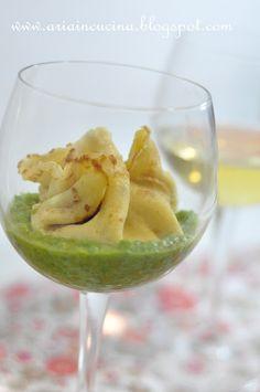 Blog di cucina di Aria: Fagottino di crepes ripieno di mortadella, patate e robiola su vellutata di piselli e odor di gorgonzola
