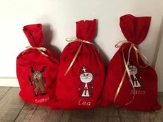 Auf Grund der großen Nachfrage könnt ihr heuer jetzt schon eines unserer beliebten Nikolaussackerl mit Wunschnamen bestickt bestellen!  #weihnachten #kinder #handmade #advent #stiefel #perchten #bestickt #geschenk #sackerl Advent, Etsy, Bags, Embroidered Pillowcases, Felting, Handmade, Gift, Boots, Christmas