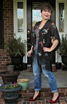 A Pocketful of Polka Dots : My my my my Kimono, Kimono outfit, boyfriend jeans, red pumps, casual Friday, ootd, fashion over forty
