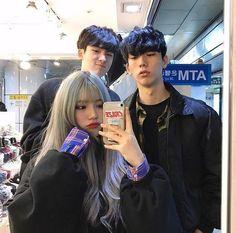korean couple ulzzang having ice cream Korean Best Friends, Boy And Girl Best Friends, Cute Friends, Mode Ulzzang, Ulzzang Korean Girl, Ulzzang Couple, Ullzang Girls, Ullzang Boys, Best Friend Pictures