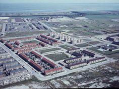 De Schooten 1967 In de jaren zestig en zeventig ben ik hier opgegroeid. Mijn wereld bestond uit verticale- en horizontale lijnen.