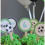 Nydelig fotballbursdag! Cake, Desserts, Food, Creative, Tailgate Desserts, Deserts, Kuchen, Essen, Postres