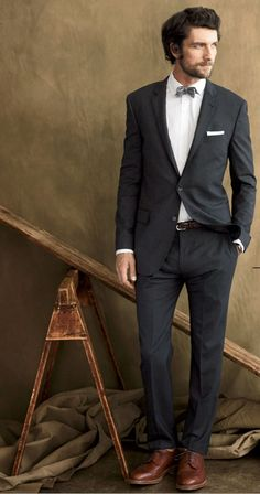 popular ideas for wedding suits men charcoal brown shoe Sharp Dressed Man, Well Dressed Men, Dark Gray Suit, Charcoal Suit Brown Shoes, Dark Grey, Mens Style Guide, Dapper Men, Suit And Tie, Mode Style