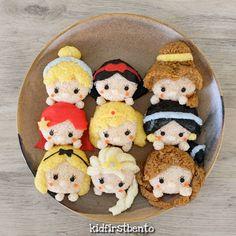 Disney princesses by Kidfirst Bento ( Bento Box Lunch For Kids, Bento Kids, Cute Lunch Boxes, Japanese Food Art, Japanese Lunch Box, Kawaii Bento, Cute Bento, Comida Disney, Disney Food