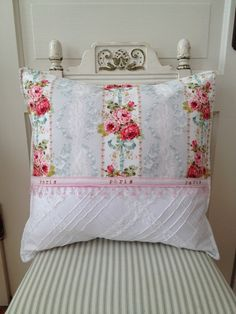 Francese paese Shabby Chic cuscino floreale di ParisLaundryDesigns