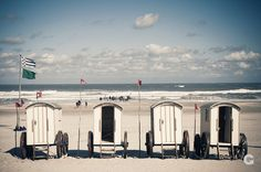 Norderney, Deutschland, Badekarren, Strand, Nordsee, Urlaub, Urlauber | Norderney, Germany, bathing hut, beach, North Sea, vacation, holiday makers