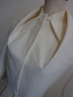 Innovative Pattern Cutting - sculpted collar detail using dart manipulation…