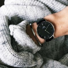 (Photo via IG: kathiischr) Daniel Wellington Classic, Daniel Wellington Watch, Mother Gifts, Gifts For Mom, Latest Watches, Ruby Pendant, I Love Fashion, Casual Chic, Autumn Winter Fashion
