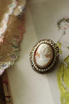 ヴィンテージシェルカメオブローチ コルネリアン イタリア Country Dresses, Something Old, Antique Jewelry, Vintage Inspired, Marie, Personal Style, Gemstone Rings, Romantic, Jewels