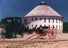 Heart of the Vineyard Round Barn    Baroda, Michigan    http://www.thebarnjournal.org/featured/016/index.html