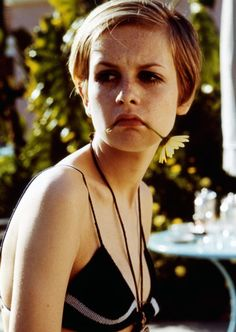 Twiggy, the 'Face of remains a fashion icon today. Here is our selection of some iconic and some hard to find Twiggy images. Patti Hansen, Charlotte Rampling, Lauren Hutton, Alexa Chung, Glamour, Love Her Style, Look Fashion, Fashion 2017, Vogue