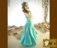 Topo de bolo escultura humanizada em biscuit/porcelana fria para debutante. www.facebook.com/gaiotto.atelier http://agaiotto.blogspot.com/ atelier.gaiotto@gmail.com F: (19) 3012-3588