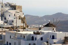 Serifos: Mountainous landscape, small lush valleys, whitewashed houses, sandy beaches & brilliant blue waters. #FiveStarGreece #LuxuryVillas #HolidayMatchmakers