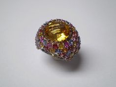 18kt gold ring with facetted citrine and multicolour sapphire