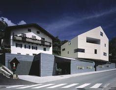 Wohn- und Geschäftshaus Tiroler Goldschmid by Höller & Klotzner in Schenna, Italy
