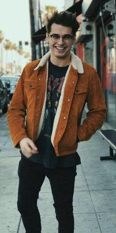 Fall outfit inspiration with a tobacco brown shearling lined suede jacket black ac dc printed t-shirt black slim cut denim. Foto Casual, Men Casual, Beautiful Boys, Pretty Boys, Blake Steven, Stylish Men, Cute Guys, Street Wear, Autumn Fashion