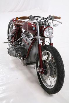 BMW Bobber by Kingston Custom - Bikers Cafe Motos Bmw, Bmw Scrambler, Cool Motorcycles, Triumph Motorcycles, Vintage Motorcycles, Bmw Motorbikes, Moto Cafe, Cafe Bike, Bmw Cafe Racer