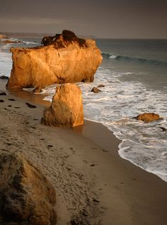 Now THIS is what I miss about Malibu. This was my go-to spot. Take me back! // Sea Stacks at El Matador Beach - CA.