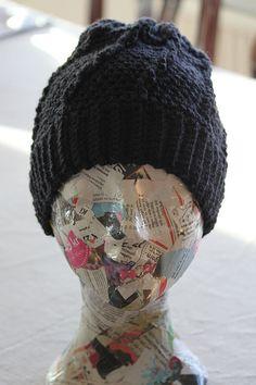 Svarta Fåret : Virkad mössa med smala flätor