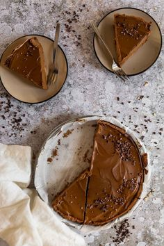Learn how to make a creamy and decadent, chocolatey vegan chocolate pie with whole food plant based ingredients. This plant based chocolate pie is oil free, refined sugar free. A great recipe for your next vegan dessert idea. Christmas dessert idea. Christmas food ideas. #vegandessert #veganchocolate #veganchocolatepie #wfpb #healthypie #sugarfree Great Desserts, Vegan Dessert Recipes, Christmas Desserts, Pie Recipes, Whole Food Recipes, Chocolate Filling, Chocolate Pies, Vegan Chocolate, Melting Chocolate