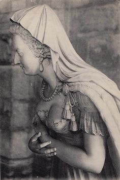 The statue of Marie-Antoinette at Saint Denis, early 20th century.