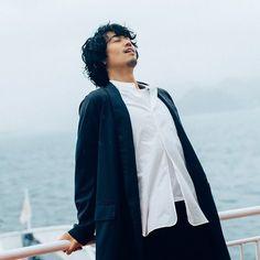 工くんのこんな感じ好きっ❤️ 本当。かっこいいっ❤️ うん。かっこいいっ😍 #斎藤工 #かっこいい #素敵 #癒し #工くん #大好きっ😘 Hiroshima, Asian Actors, Actors & Actresses, Tokyo, Raincoat, Singer, Japanese, Model, People