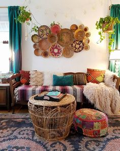 47 Superb Hippie Bohemian Living Room Design Ideas - Bohemian eclectic decor is an unique personal statement deriving inspiration from a variety of cultures and a broad spectrum of vintage spaces. A cura. Bohemian Furniture, Bohemian Interior, Bohemian Decor, Hippie Bohemian, Gypsy Home Decor, Bohemian Room, Vintage Bohemian, Living Room Designs, Living Room Decor
