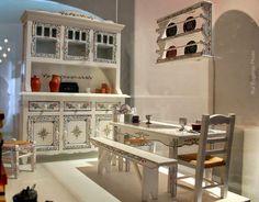 A miniatura da foto é propriedade da Mobitral, unidade fabril de Ferreira do Alentejo, onde se produzem estas preciosidades do nosso mobiliário tradicional