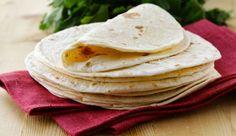 Diese Paleo Tortilla mit Kokosmehl oder Kassava Mehl ist eine ausgezeichnete Alternative zu glutenhaltigen Weizentortilla. Ich nutze dieses Rezept, um meine Paleo Tacos abzurunden.  Wenn Du keinen Kokosgeschmack magst, kannst Du auch, statt des Kokosmehls, Kassava Mehl nutzen. Eckdaten -Paleo Tortillas Zubereitung ca. 10Minuten; Schwierigkeitsgrad 1 Zutaten  4 Eier 1 Esslöffel Primal Collagen 1 Esslöffel Kokosmehloder Kassava Mehl 1 Esslöffel