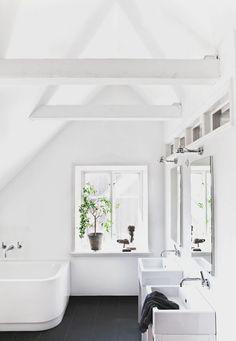 Scandinavische badkamer van Zweedse interieurstyliste