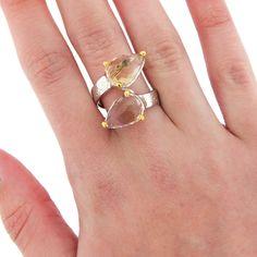Inel realizat din argint, placat cu aur alb și galben de 14 karate, frumos ornamentat cu pietre de ametrin fațetate.  Cod produs: DI163 Greutate: 8.2 gr. Lungime: 2.50 cm Lățime: 1.50 cm Circumferință inel: 62 mm Aur, Lapis Lazuli, Karate, Topaz, Heart Ring, Silver Rings, Jewelry, Jewlery, Jewerly