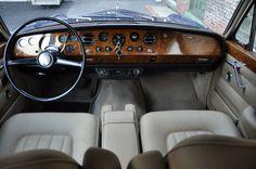 1967 rolls royce silver shadow / interior
