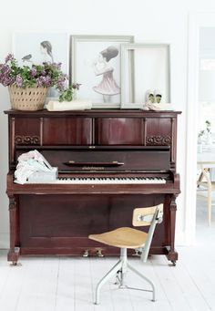 Little cute Mokkasin - lovely piano and the print of the girl on top of it is also adorable!