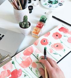 Expressive Florals Watercolor Challenge! • Follow this online class to painting different watercolor florals over a 7-day challenge • Start and stop the challenge at your own pace • Start to find your own watercolor painting style with my tips as guidance